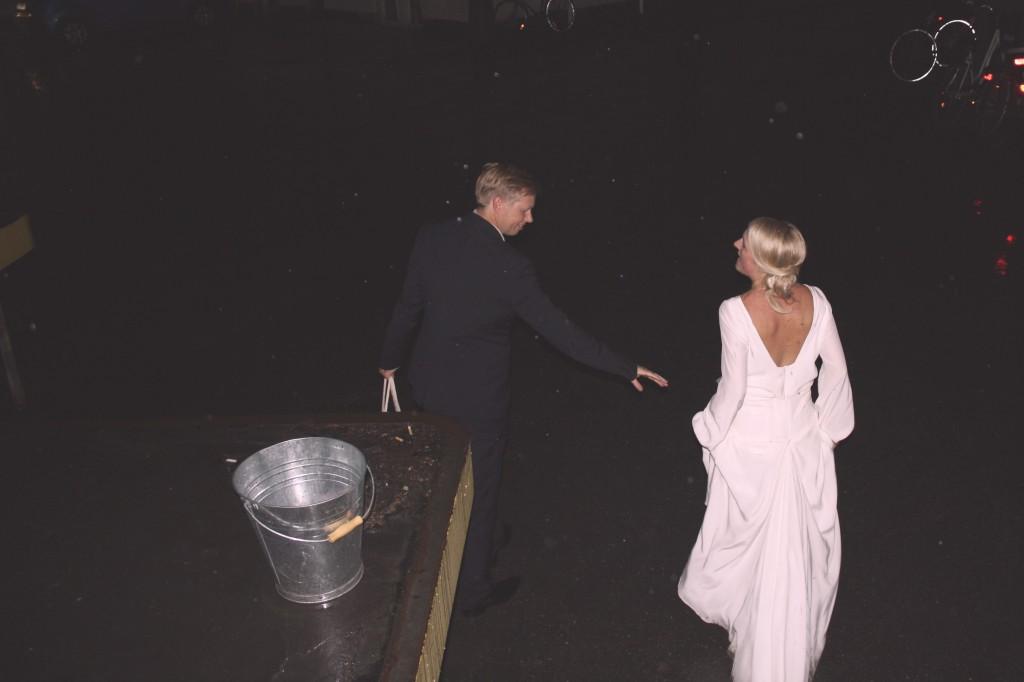 Brudeparret stikker af