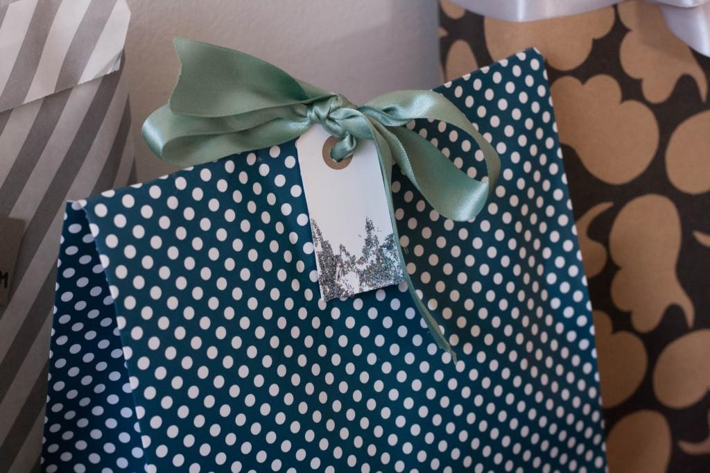 Tips til nem og pæn gaveindpakning
