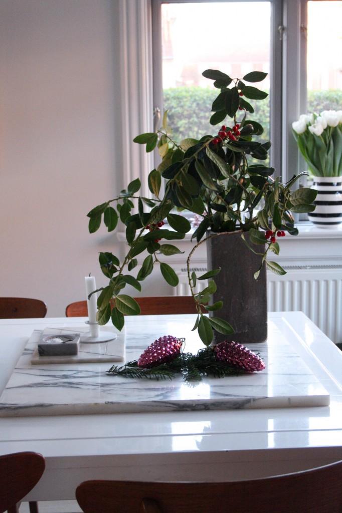 Nordisk julehjem med naturens materialer