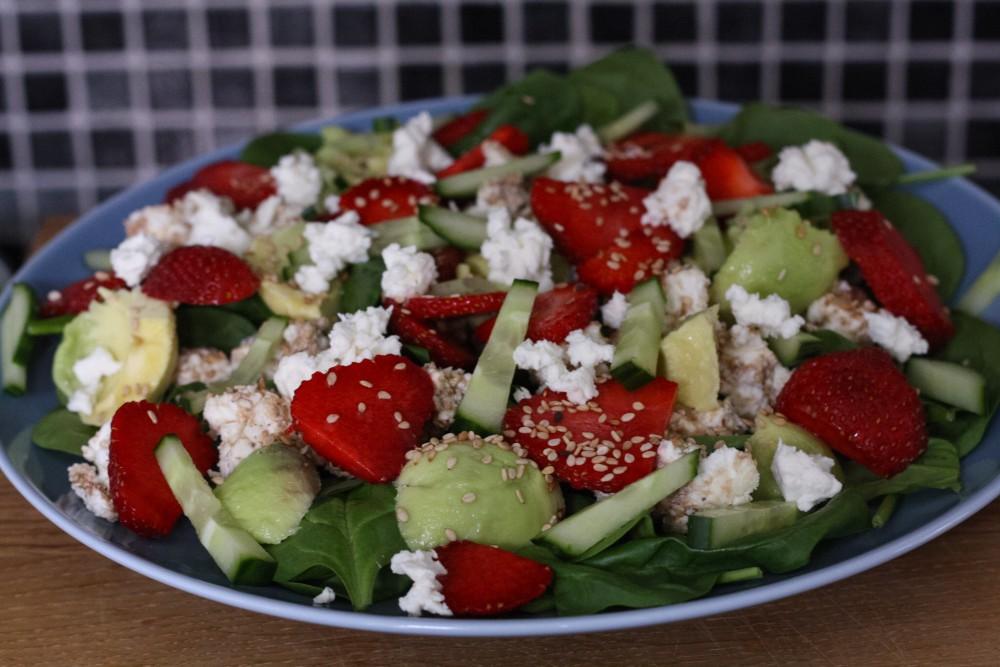 Spinatsalat med både sødt og salt