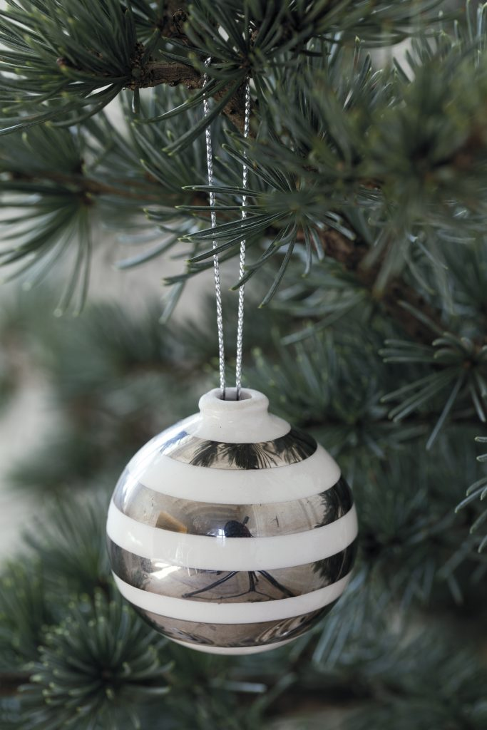 Omaggio Christmas Baubles Silver (close)