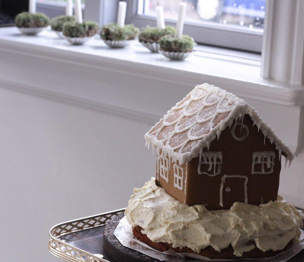 Julet krydderkage med sne på toppen (Glutenfri opskrift)