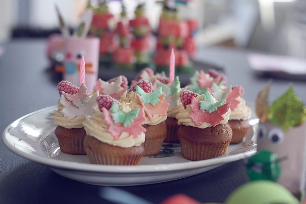 glutenfri Cupcakes med hvid chokolade og hindbær