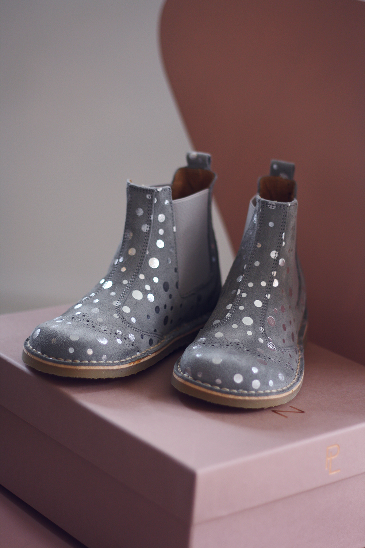 180aea76448 I samarbejde med Growing Feet har jeg nemlig fået mulighed for at forære en  af jer en mor/barn-præmie, hvor du selv vælger de par sko, du ønsker dig  til dit ...