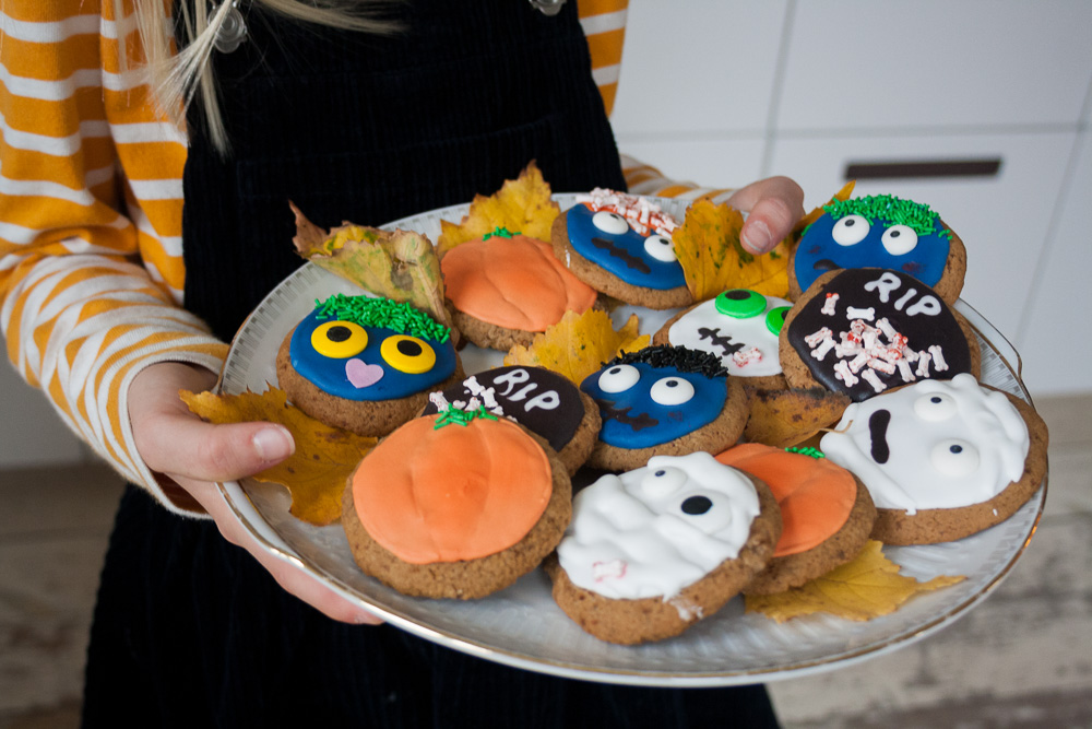 Halloween opskrift - lakrids cookies med royal icing