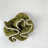 Lilje scrunchie-army6