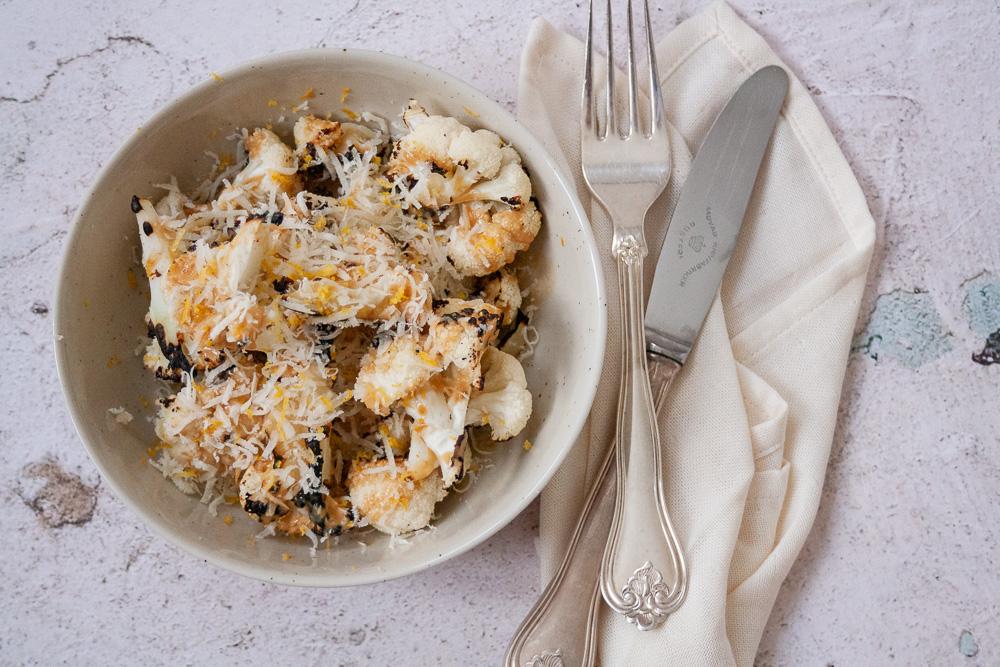 grillet blomkål parmesan tahindressing